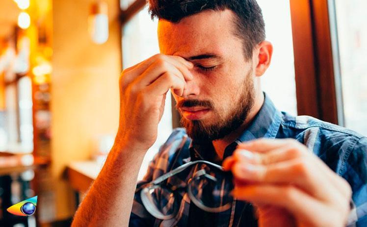 Usar óculos de grau de outra pessoa pode ser prejudicial à saúde